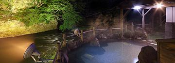 千人風呂 夜の渓流露天風呂
