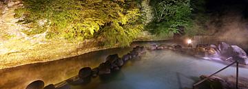 天河の湯 夜の大露天風呂